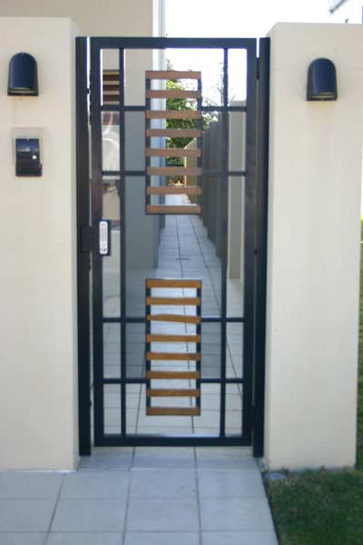 Modern house entrance gate house modern for Modern house gate