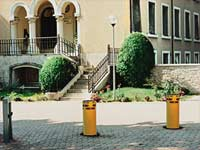 Traffic stopping posts and bollards strabuc 918